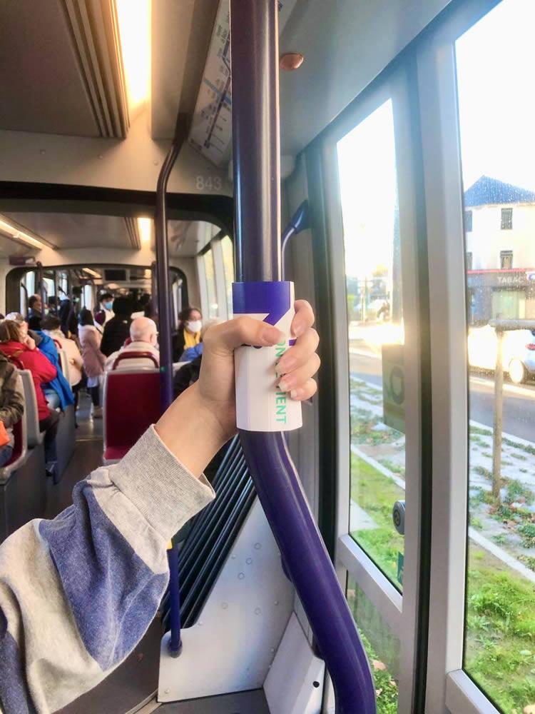 poignee hygiénique pour la barre de métro