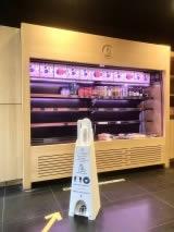 distributeur gel hydroalcoolique sans contact pour sushi shop