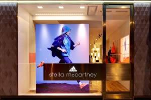 habillage vitrine cadre tissu Adidas Stella McCartney