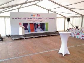 podium avec cadre en tissu SNCF Paris