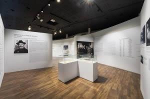 signalétique sur mur en tissu musée