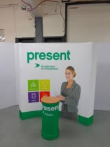 stand en forme courbe pliable