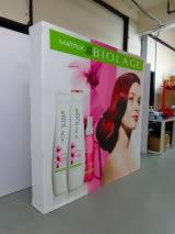 stand parapluie cosmétique BIOLAGE vue de gauche